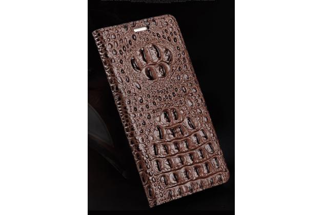 Фирменный роскошный эксклюзивный чехол с объёмным 3D изображением рельефа кожи крокодила коричневый для HTC U Play . Только в нашем магазине. Количество ограничено