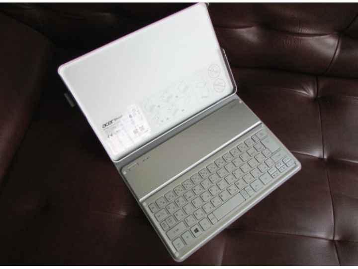 Фирменный чехол со съёмной Bluetooth-клавиатурой для планшета Acer Iconia Tab W700/W701/W7 серый кожаный + гар..