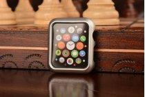 Фирменный ультра-тонкий пластиковый чехол-бампер-накладка с функцией включения /выключения для умных смарт-часов Apple Watch 38mm серебристого цвета