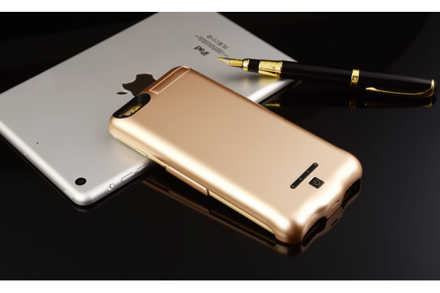 """Чехол-бампер со встроенной усиленной мощной батарей-аккумулятором большой повышенной расширенной ёмкости 10000mAh для iPhone 7 4.7""""/ iPhone 8 золотой + гарантия"""