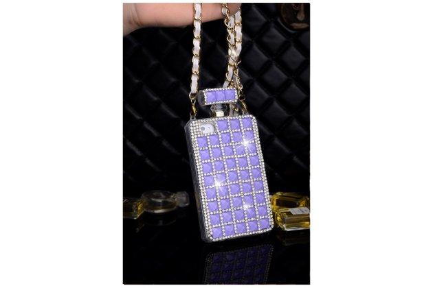 Фирменная роскошная элитная силиконовая задняя панель-накладка-сумка украшенная стразами кристалликами и декорированная элементами в форме флакона духов для iPhone 4/4S фиолетовая