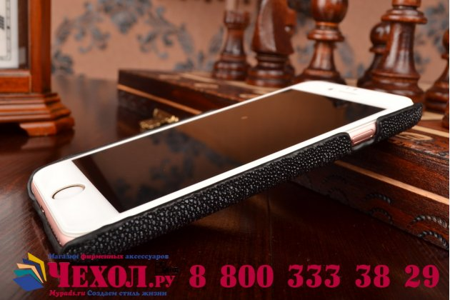 Фирменная роскошная эксклюзивная накладка  из натуральной рыбьей кожи СКАТА (с жемчужным блеском) чёрный для iPhone 6S Только в нашем магазине. Количество ограничено