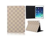 Фирменный чехол-обложка для iPad mini 4 в клетку белый кожаный..