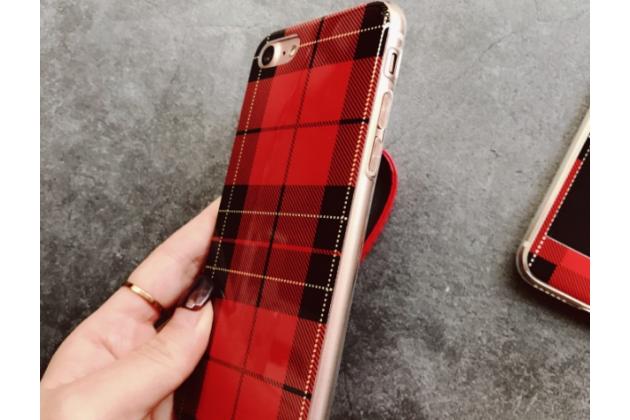 Фирменная ультра-тонкая полимерная задняя панель-чехол-накладка из силикона для iPhone 7 4.7 PRODUCT RED Special Edition с закаленным стеклом красная в клетку
