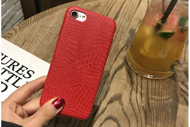 Фирменная роскошная элитная премиальная задняя панель-крышка на пластиковой основе обтянутая лаковой кожей крокодила  для iPhone 7 4.7 PRODUCT RED Special Edition / iPhone 8 красный