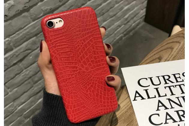 Фирменная роскошная элитная премиальная задняя панель-крышка на пластиковой основе обтянутая лаковой кожей крокодила  для iPhone 7 Plus + 5.5 PRODUCT RED Special Edition красный