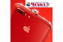 Фирменная металлическая задняя панель-крышка-накладка из облегченного авиационного алюминия украшенная стразами и кристалликами для iPhone 7 Plus + 5.5 PRODUCT RED Special Edition /iPhone 8 Plus с закаленным стеклом красная