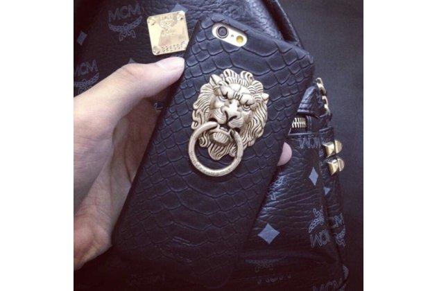 Фирменная роскошная элитная задняя панель-крышка обтянутая импортной кожей прошитой стёганым узором для iPhone 5 / 5S/ SE/ 5SE с металлическим держателем Лев