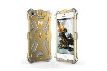 Противоударный металлический чехол-бампер из цельного куска металла с усиленной защитой углов и необычным экстремальным дизайном  для iPhone 5 / 5S/ SE/ 5SE золотого цвета