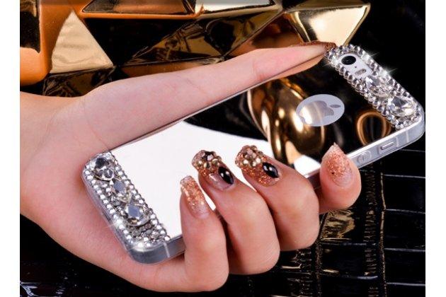 Фирменная ультра-тонкая полимерная из мягкого качественного силикона задняя панель-чехол-накладка украшенная стразами и кристаликами для iPhone 5 / 5S/ SE/ 5SE серебряная