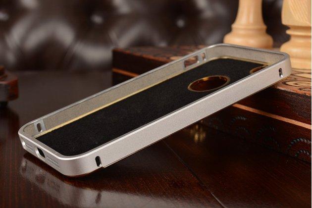 Фирменная роскошная элитная задняя панель-крышка на металлической основе обтянутая импортной кожей прошитой стёганым узором для iPhone 5 / 5S/ SE/ 5SE королевский серебристый
