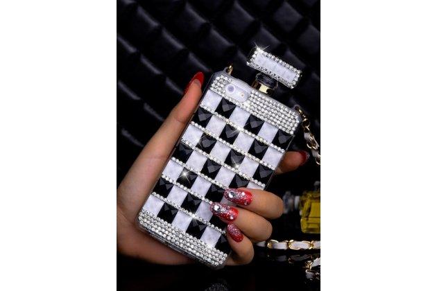 Фирменная роскошная элитная силиконовая задняя панель-накладка-сумка украшенная стразами кристалликами и декорированная элементами в форме флакона духов для iPhone 5 / 5S/ SE/ 5SE черно-белая