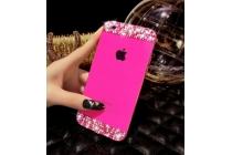 Фирменная металлическая задняя панель-крышка-накладка из облегченного авиационного алюминия украшенная стразами и кристалликами для iPhone 5 / 5S/ SE/ 5SE розовая