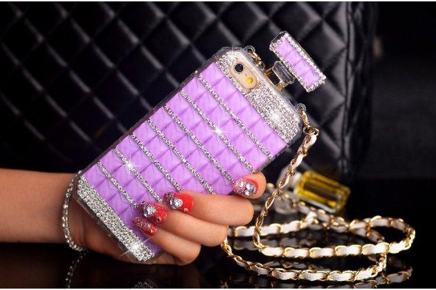"""Фирменная роскошная элитная силиконовая задняя панель-накладка-сумка украшенная стразами кристалликами и декорированная элементами в форме флакона духов для iPhone 6+ Plus 5.5"""" фиолетовая"""