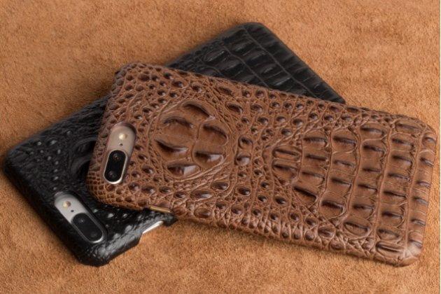Фирменная роскошная эксклюзивная накладка с объёмным 3D изображением рельефа кожи крокодила коричневая для ASUS ZenFone AR ZS571KL. Только в нашем магазине. Количество ограничено