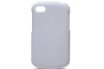Фирменная задняя панель-крышка-накладка из тончайшего и прочного пластика для Blackberry Q10 белая