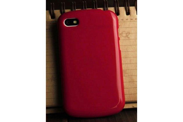 Фирменная ультра-тонкая полимерная из мягкого качественного силикона задняя панель-чехол-накладка для  Blackberry Q10 красная