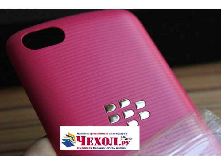 Родная оригинальная задняя крышка-панель которая шла в комплекте для BlackBerry 9720 розовая..