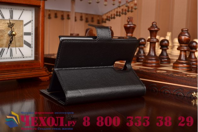 Фирменный чехол-книжка из качественной импортной кожи с мульти-подставкой застёжкой и визитницей для Блэкберри Пасспорт Кью30 черный