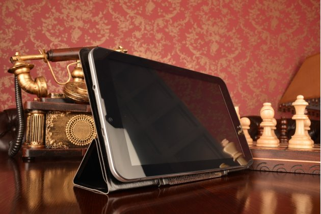 Чехол с вырезом под камеру для планшета Oysters T104W 3G/T104W 3G keyboard с дизайном Smart Cover ультратонкий и лёгкий. цвет в ассортименте