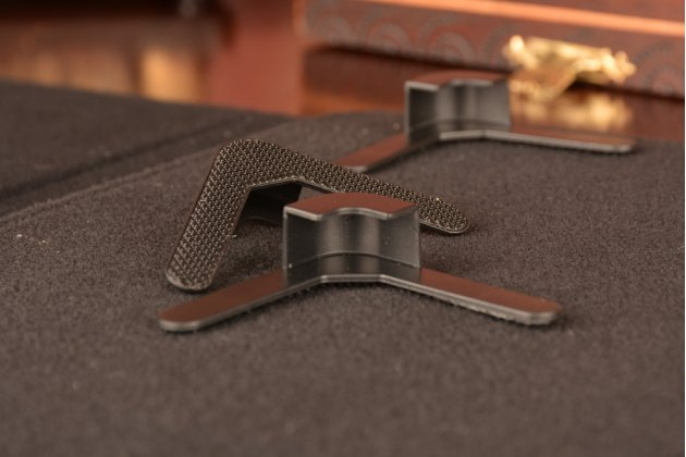 Чехол-обложка для планшета Archos 101 Magnus Plus с регулируемой подставкой и креплением на уголки