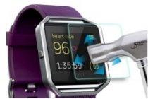 Фирменное защитное закалённое противоударное стекло премиум-класса из качественного японского материала с олеофобным покрытием для часов Fitbit Blaze