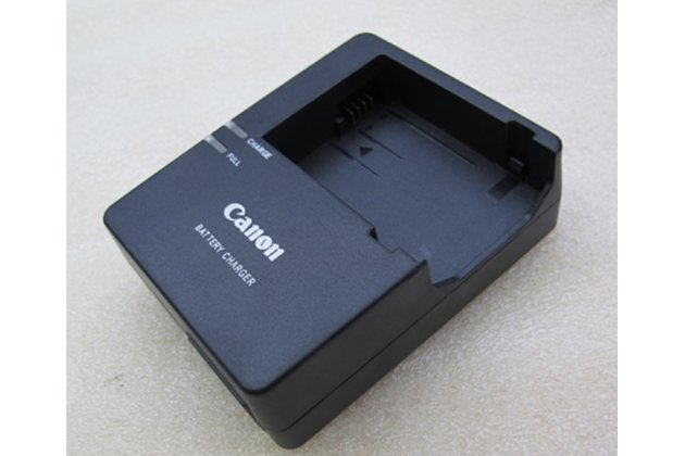 Фирменное зарядное устройство от сети LC-E8C для аккумуляторных батарей LP-E8 фотоаппарата Canon EOS 550D / 600D/700D/650D + гарантия