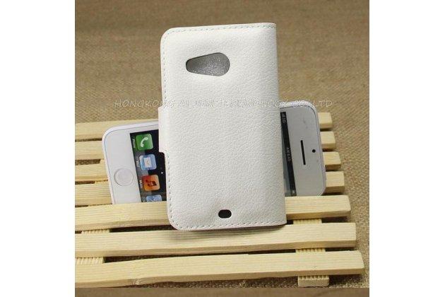 Фирменный чехол-книжка из качественной импортной кожи с подставкой застёжкой и визитницей для HTC Desire 200 белый