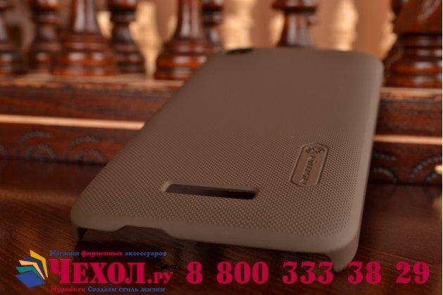 Фирменная задняя панель-крышка-накладка из тончайшего и прочного пластика для HTC Desire 320 коричневая