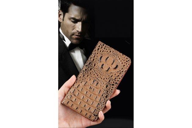 """Фирменный роскошный эксклюзивный чехол с объёмным 3D изображением рельефа кожи крокодила коричневый для HTC Desire 628 Dual Sim 5.0"""". Только в нашем магазине. Количество ограничено"""