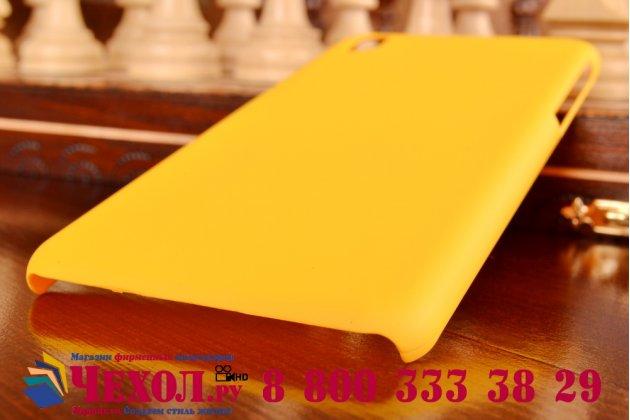 Фирменная задняя панель-крышка-накладка из тончайшего и прочного пластика для HTC Desire 816 Dual Sim желтая