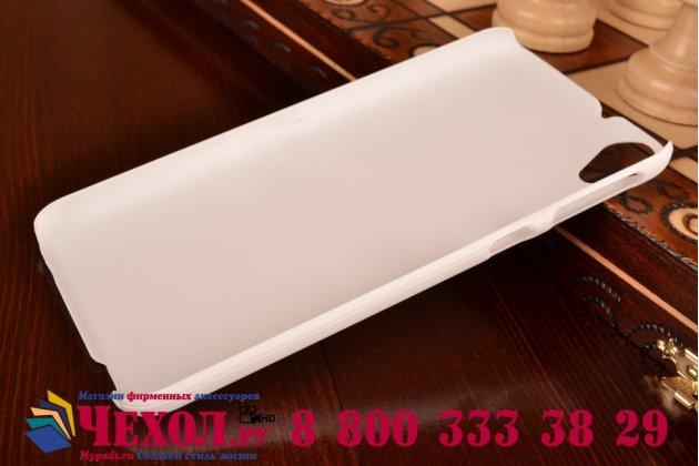 Фирменная задняя панель-крышка-накладка из тончайшего и прочного пластика для HTC Desire 820 dual sim белая