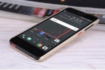 """Фирменная задняя панель-крышка-накладка из тончайшего и прочного пластика для HTC Desire 825 Dual Sim 5.5"""" золотая"""