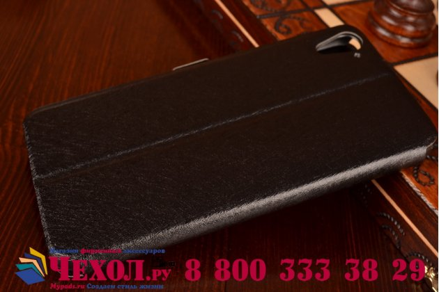 Фирменный чехол-книжка для HTC Desire 826 черный с окошком для входящих вызовов и свайпом водоотталкивающий