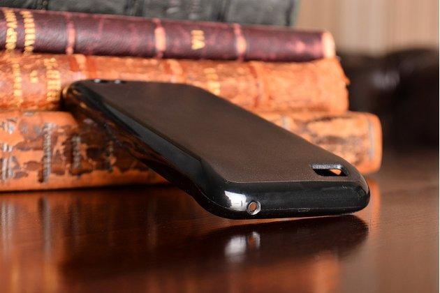 Фирменная задняя панель-крышка-накладка из тончайшего и прочного пластика для HTC One V T320e черная с силиконовым бампером
