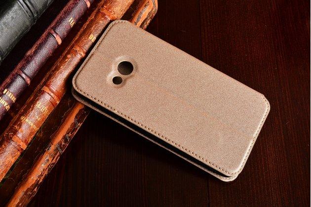 Фирменный чехол-книжка водоотталкивающий с мульти-подставкой на жёсткой металлической основе для HTC U Play золотой