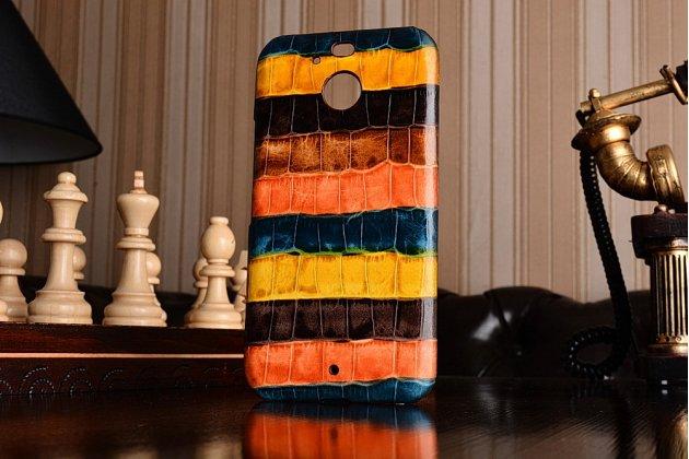 Фирменная неповторимая экзотическая панель-крышка обтянутая кожей крокодила с фактурным тиснением для HTC 10 evo тематика Африканский Коктейль. Только в нашем магазине. Количество ограничено.