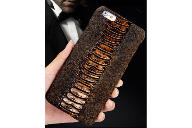 Фирменная элегантная экзотическая задняя панель-крышка с фактурной отделкой натуральной кожи крокодила кофейного цвета для HTC Bolt/HTC Desire 10/ Desire 10 Lifestylle. Только в нашем магазине. Количество ограничено