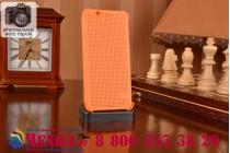 Чехол с мультяшной 2D графикой и функцией засыпания для HTC Desire 620G Dual Sim в точечку с дырочками прорезиненный с перфорацией оранжевый
