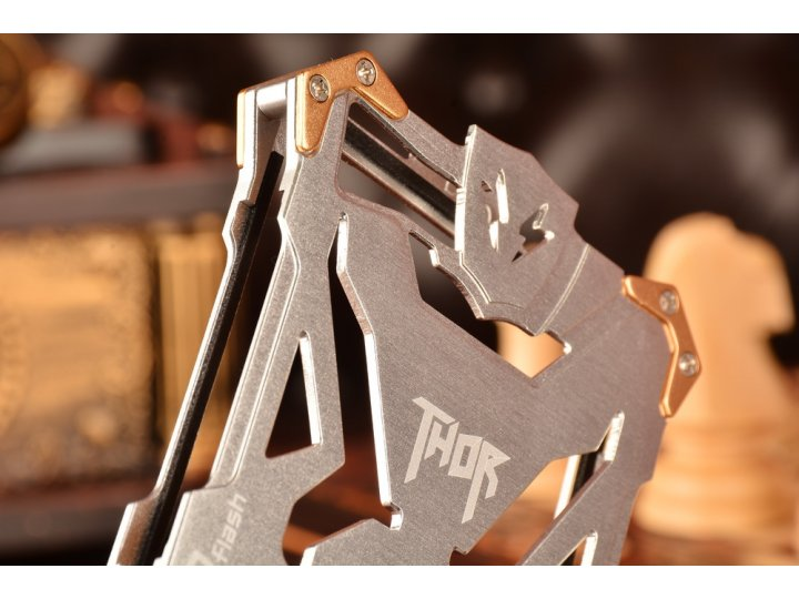 Противоударный металлический чехол-бампер из цельного куска металла с усиленной защитой углов и необычным экст..