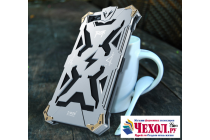 Противоударный металлический чехол-бампер из цельного куска металла с усиленной защитой углов и необычным экстремальным дизайном  для Huawei Honor 4X серебряного цвета