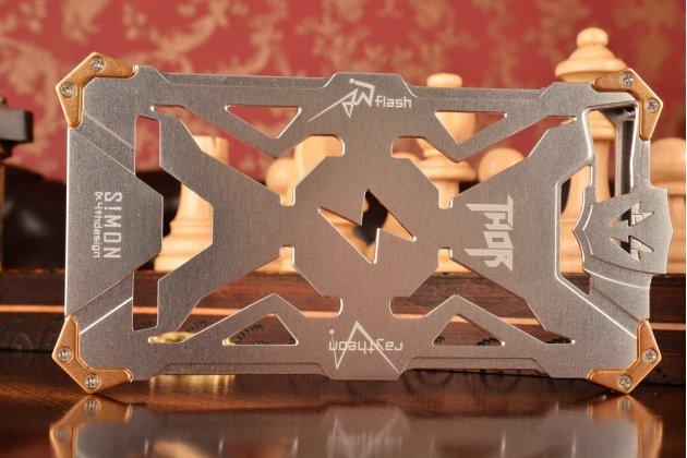 Противоударный металлический чехол-бампер из цельного куска металла с усиленной защитой углов и необычным экстремальным дизайном  для Huawei Honor 7/ Honor 7 Premium серебряного цвета