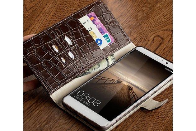 Фирменный роскошный эксклюзивный чехол с фактурной прошивкой рельефа кожи крокодила и визитницей коричневый для Huawei Nova Plus. Только в нашем магазине. Количество ограничено