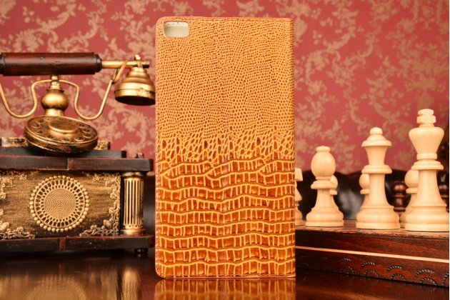 Фирменный роскошный эксклюзивный чехол с объёмным 3D изображением кожи крокодила коричневый для Huawei P8 Max . Только в нашем магазине. Количество ограничено