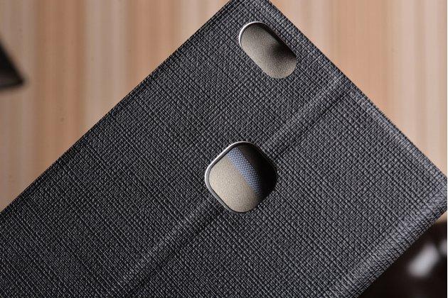 Фирменный чехол-книжка с визитницей и мультиподставкой на жёсткой металлической основе для Huawei P10 Lite  черный из настоящей джинсы