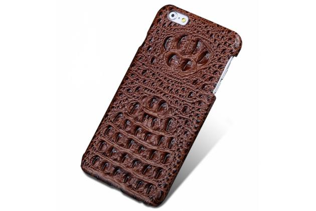 Фирменная роскошная эксклюзивная накладка с объёмным 3D изображением рельефа кожи крокодила коричневая для Huawei Honor 8 Lite / Huawei P8 Lite 2017 / Huawei Nova Lite 2017 (SLA-L22). Только в нашем магазине.