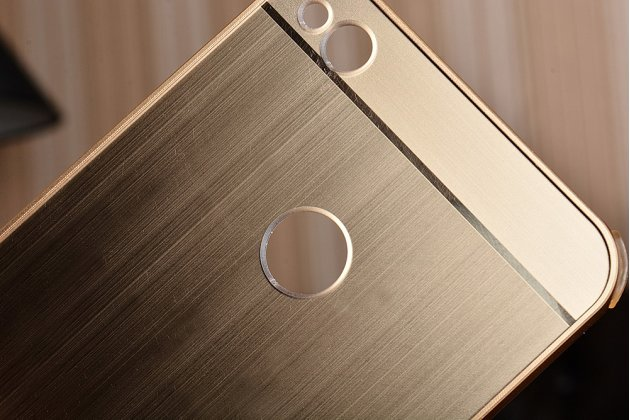 Фирменная металлическая задняя панель-крышка-накладка из тончайшего облегченного авиационного алюминия для Huawei Honor 8 Lite / Huawei P8 Lite 2017 Edition  золотая