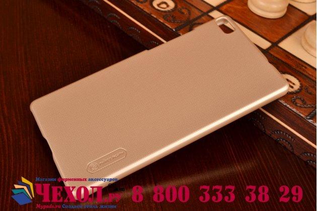 Фирменная задняя панель-крышка-накладка из тончайшего и прочного пластика для Huawei P8 Lite золотая