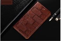 Фирменный роскошный эксклюзивный чехол с фактурной прошивкой рельефа кожи крокодила и визитницей коричневый для LG K8 K350N. Только в нашем магазине. Количество ограничено