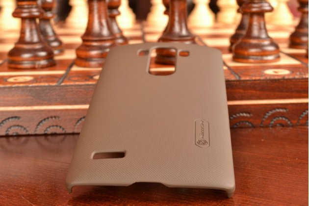Фирменная задняя панель-крышка-накладка из тончайшего и прочного пластика для LG G4 Beat / G4s коричневая
